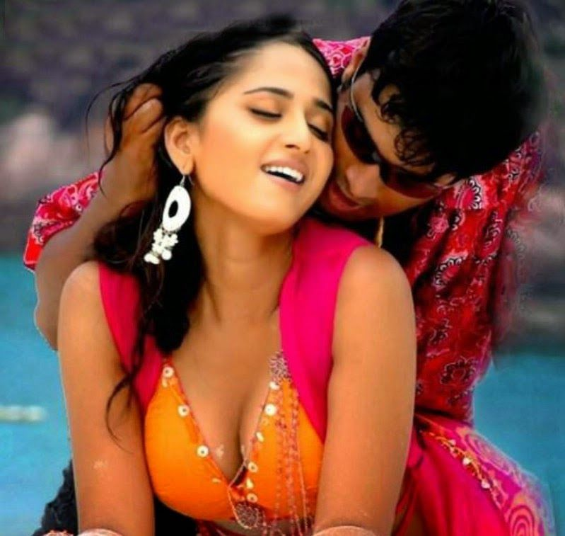 Oh Anushka Shetty Anushka Shetty Wet Hot Cleavage Show And Kissing Stills