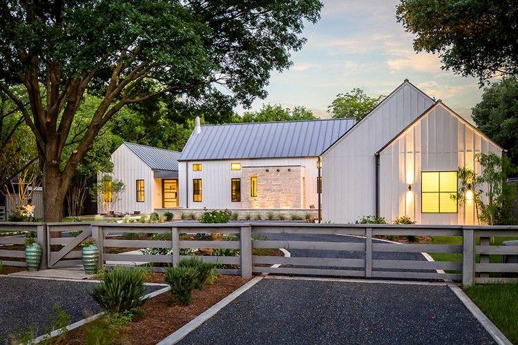 Modernes Bauernhaus modernes bauernhaus in mit weißer fassade traumhäuser