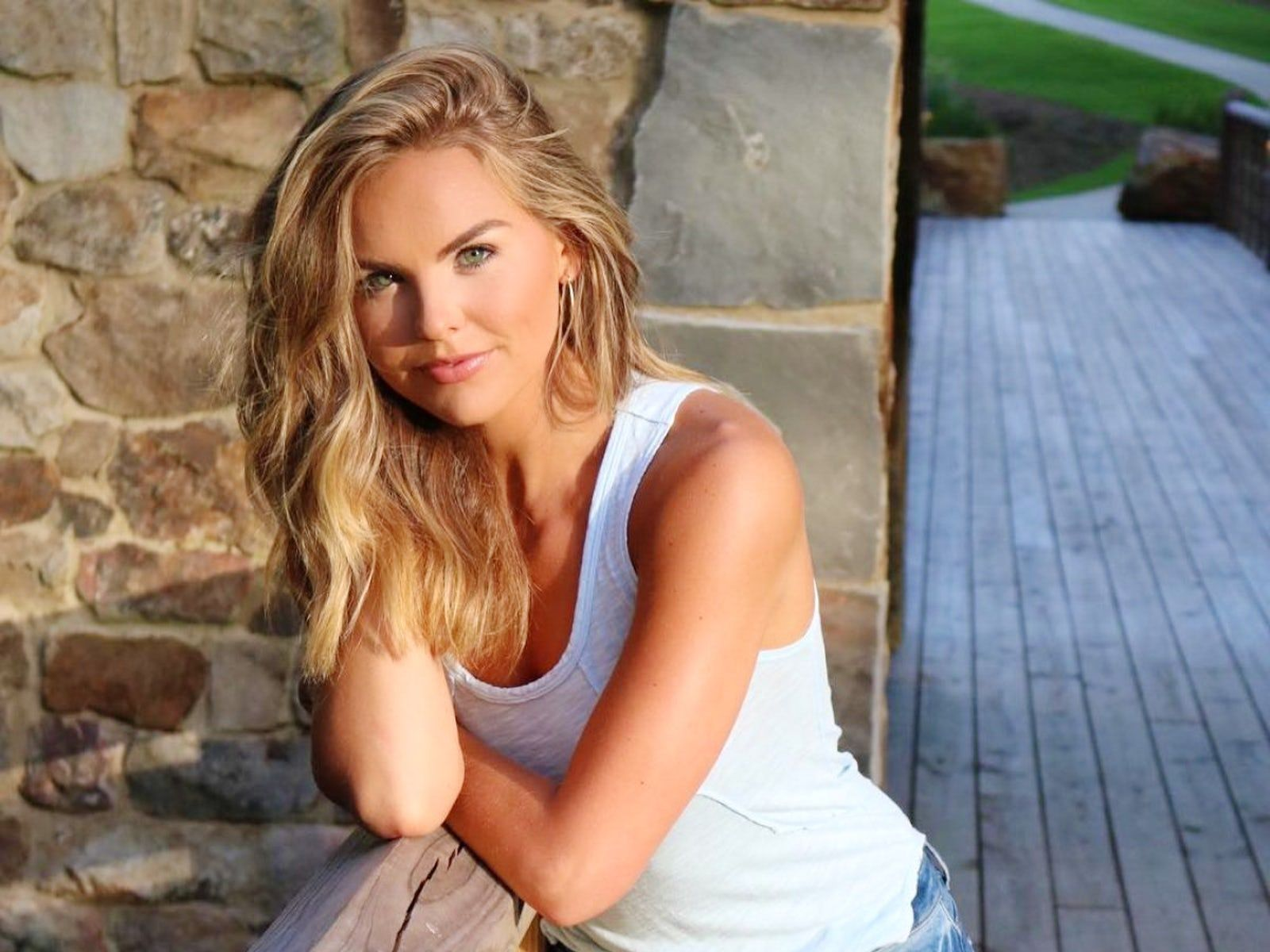 Hannah Brown 10 Things To Know About The Bachelor Star Colton Underwood S Bachelorette Hannah Brown Plus Photo Gallery Hannah Brown Colton Underwood Bachelorette