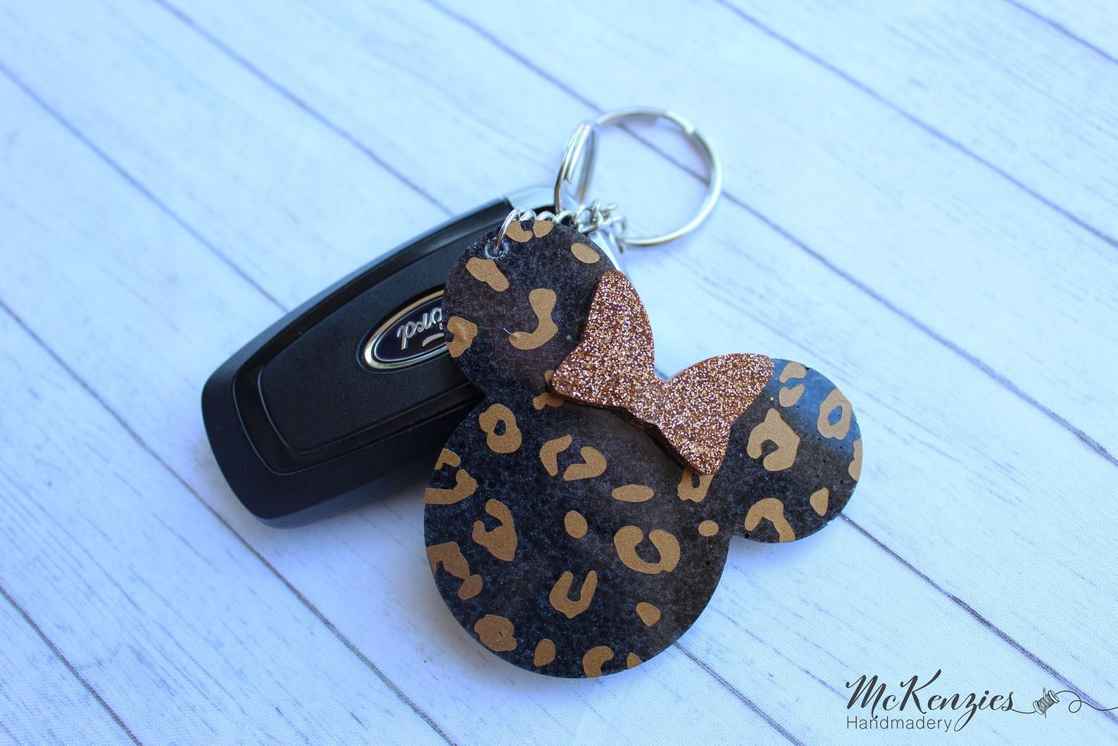 Purple and bronze Minnie Mouse keyring