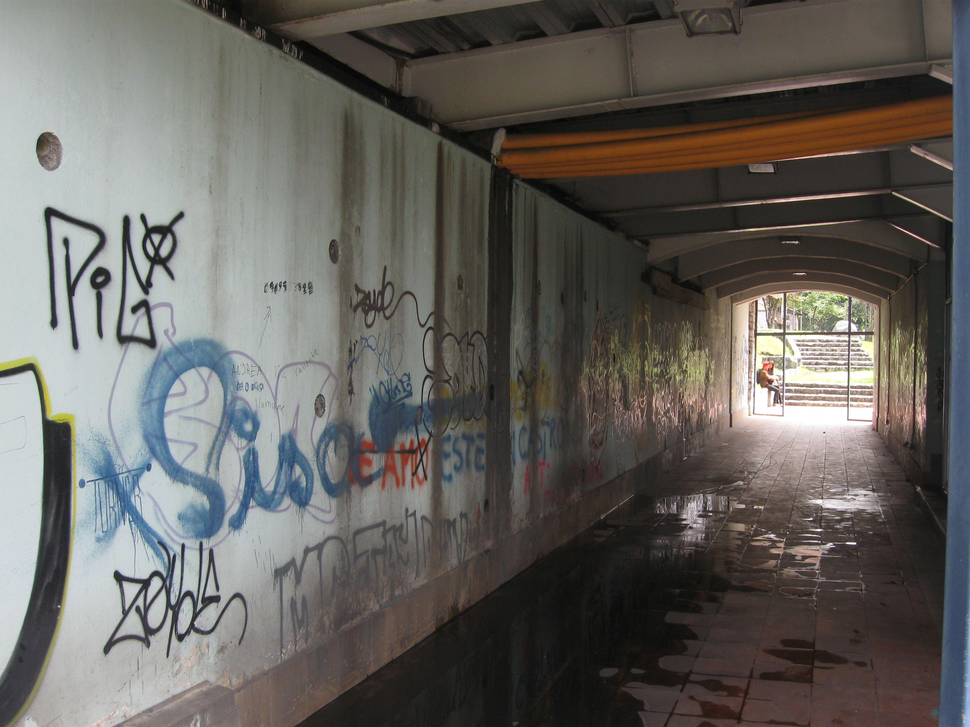 Paso subterráneo en la bajada de Todos Santos.