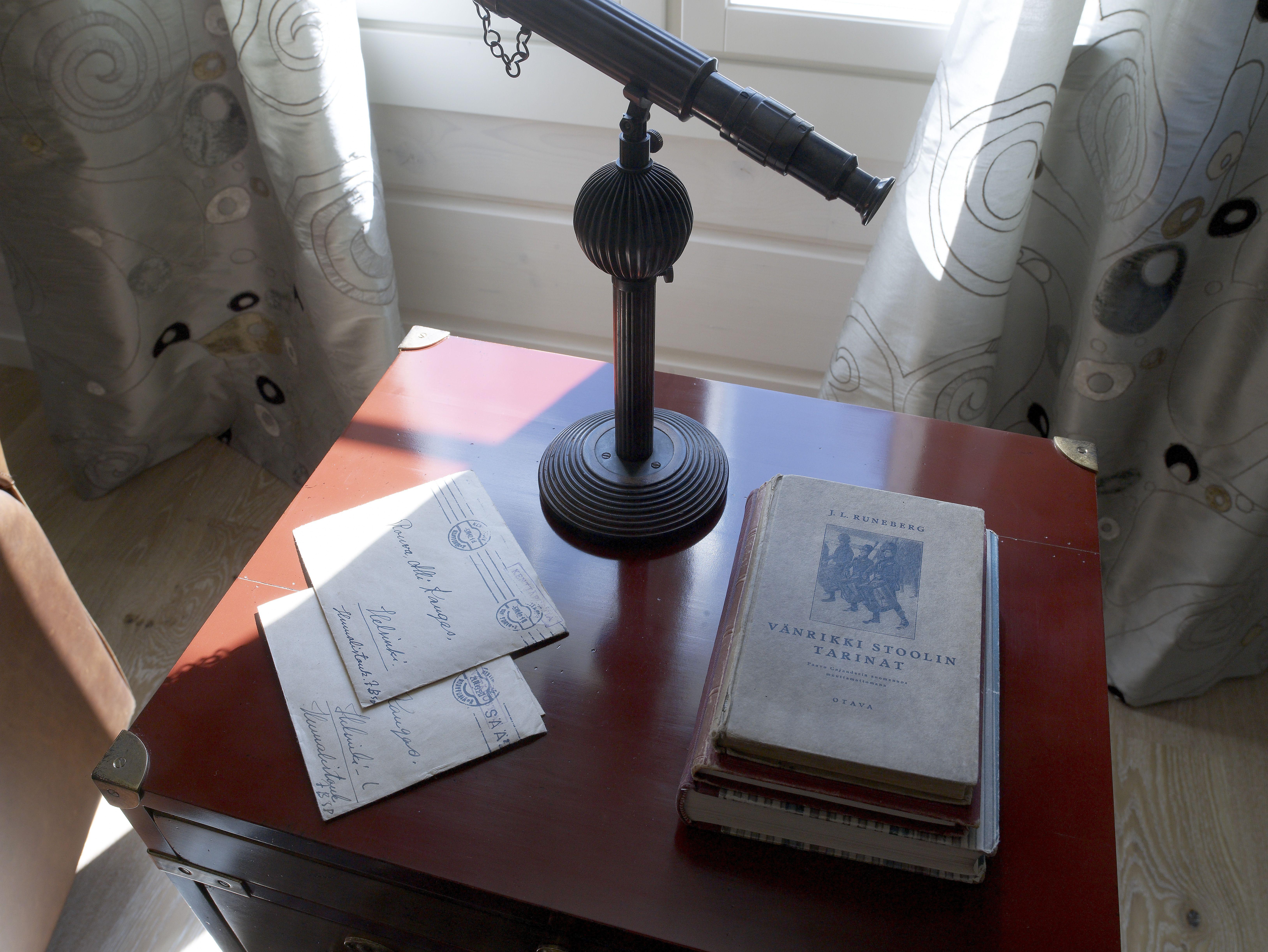 Kirjastohuone tarjoaa mielenkiintoisia lukuelämyksiä, kirjeitä sotarintamalta