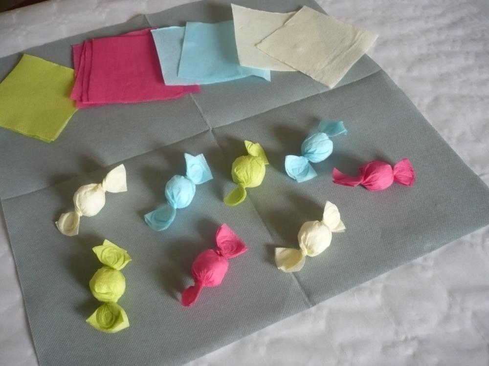 Comment r aliser des bonbons avec des serviettes en papier de couleur 1 loisirs cr atifs - Pliage serviette bapteme fille ...