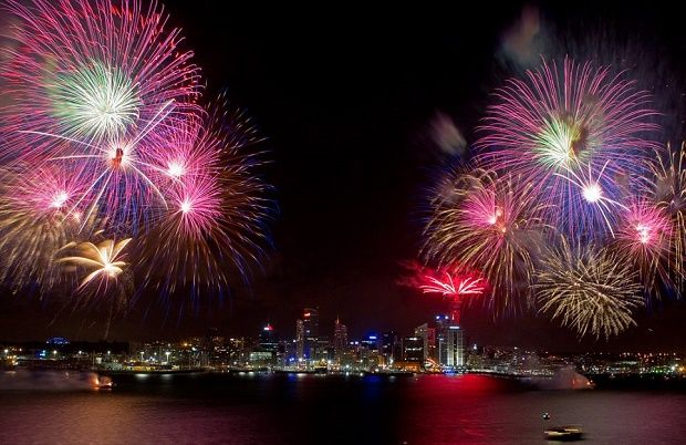 Discover Auckland On New Years Eve 2020 New Years Eve Fireworks New Year S Eve Around The World New Years Eve 2018