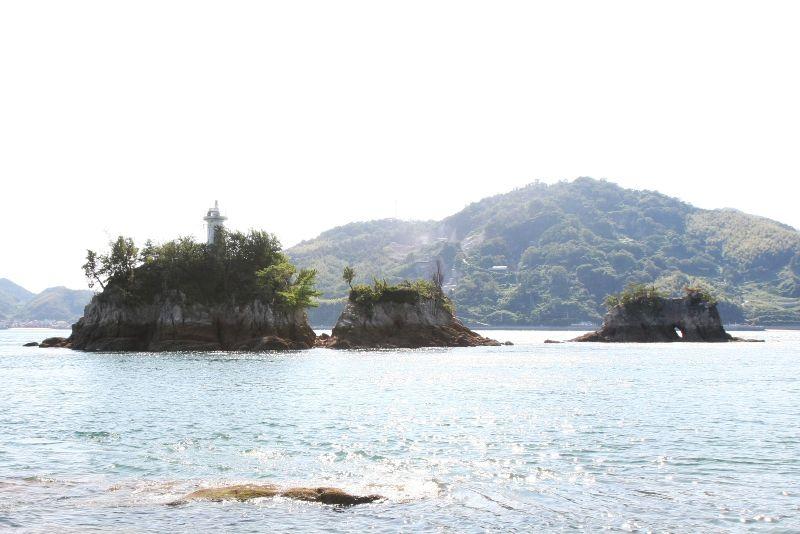 【愛媛県 宮窪瀬戸潮流体験】大島と伯方島との間を流れる、日本有数の潮流を間近で体感できます。国指定史跡の能島周辺に渦巻く宮窪瀬戸の激しい潮流に身をまかせ、川に落ちた笹舟のようにくるくる回転する様はスリル満点です。 http://iyokannet.jp/front/spot/detail/place_id/284/ #Ehime_Japan #Setouchi