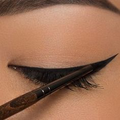 L'eyeliner pour les nulles (7 tutos + astuces) - BEAUTYLICIEUSE