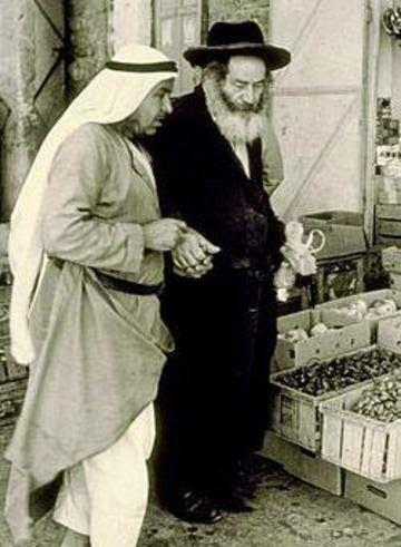 La vida en Palestina antes del sionismo: Musulmanes y judíos sin armas en la mano.