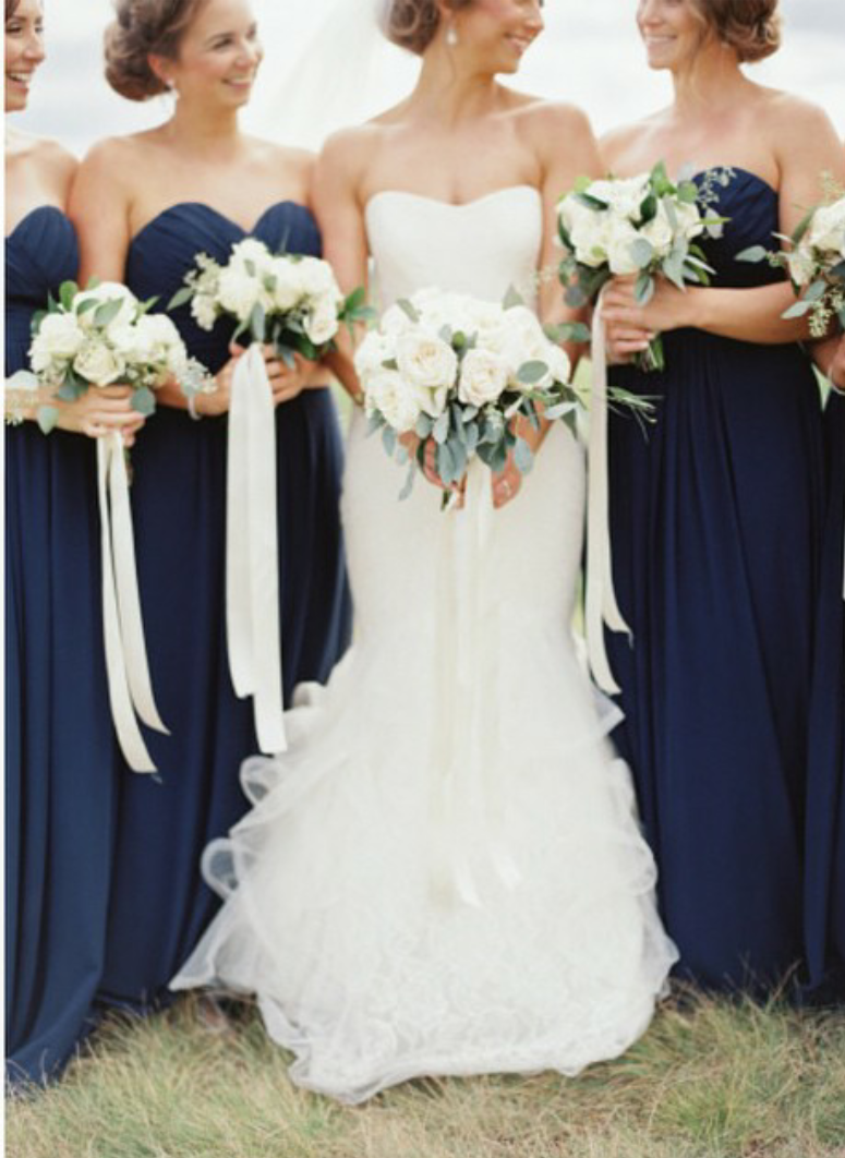 You can\'t go wrong with this classic navy and white color combo. Via ...