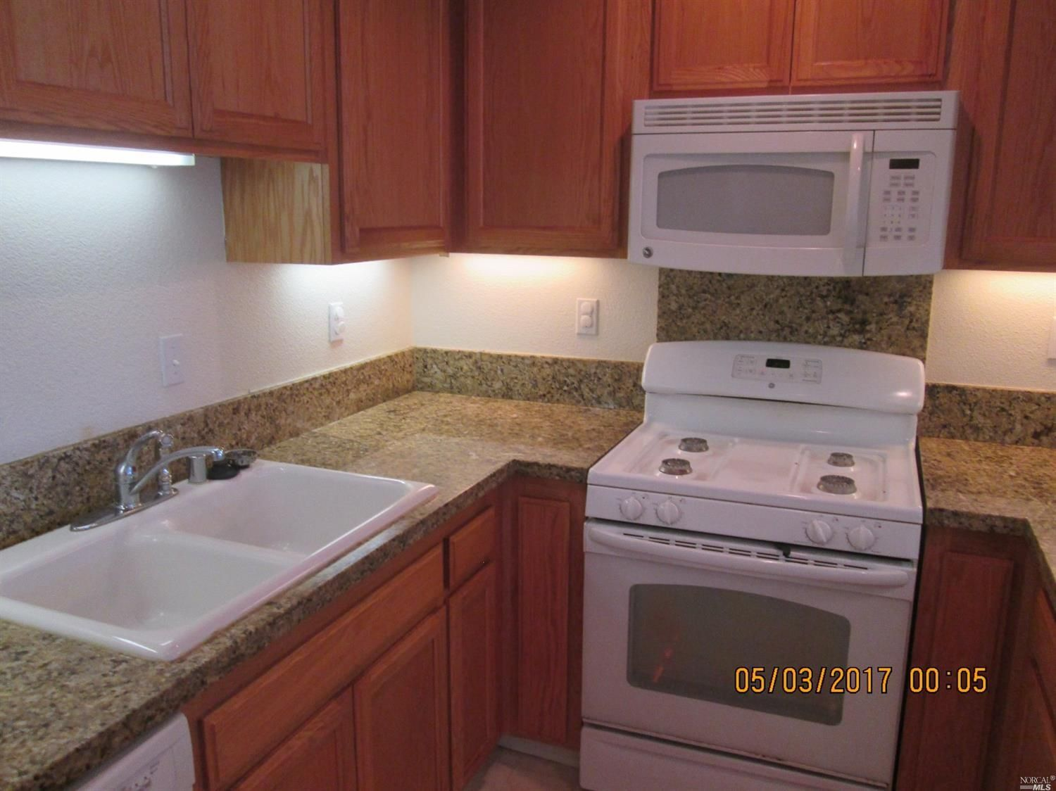 $364500 - 300 Locust Dr 25 Vallejo CA 94591 Rare opportunity to acquire this well kept 1348 sqft. Unit in East Vallejo built in 2006. Unit features 3-Bedrooms 2.5 Bathrooms single car garage and assigned parking stall and fantastic views. Fresh Granite counter tops in kitchen large walk-in closet in master bedroom skylights 2-balconies with views gas fireplace in living room 2 miles from freeway 15 miles to Napa and 30 miles from San Francisco http://bit.ly/2pa2dKM