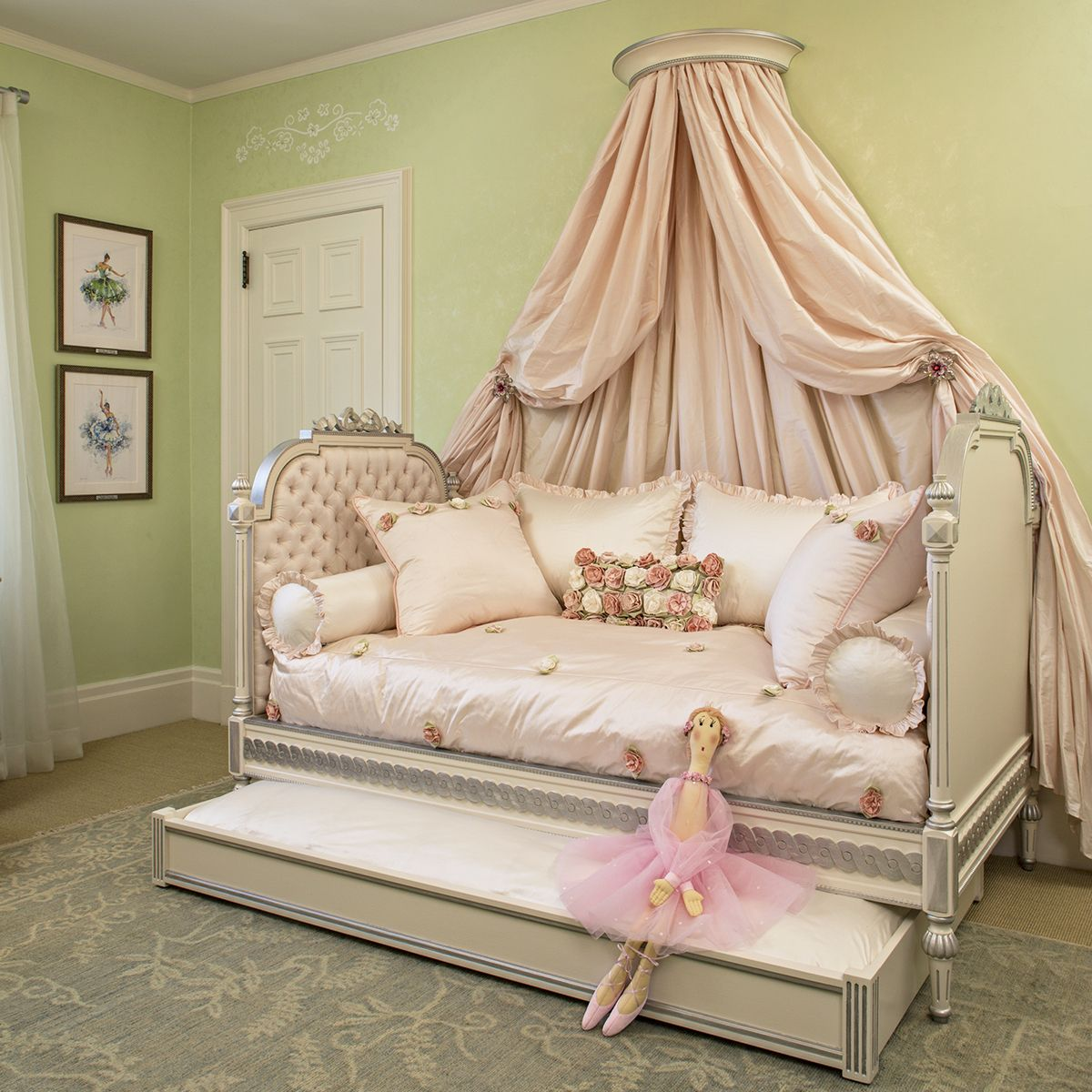 - Sweet-daybed-bedding-ideas-gray-tufted-daybed-set-white-fabric