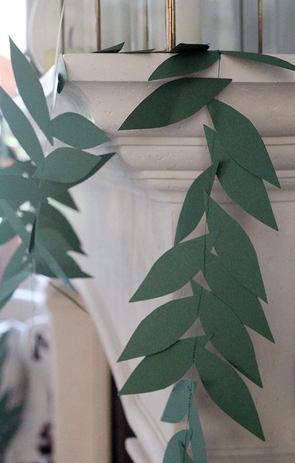 Easy Leaf Garland (Fall Into the Holidays, Week 3) #leafgarland