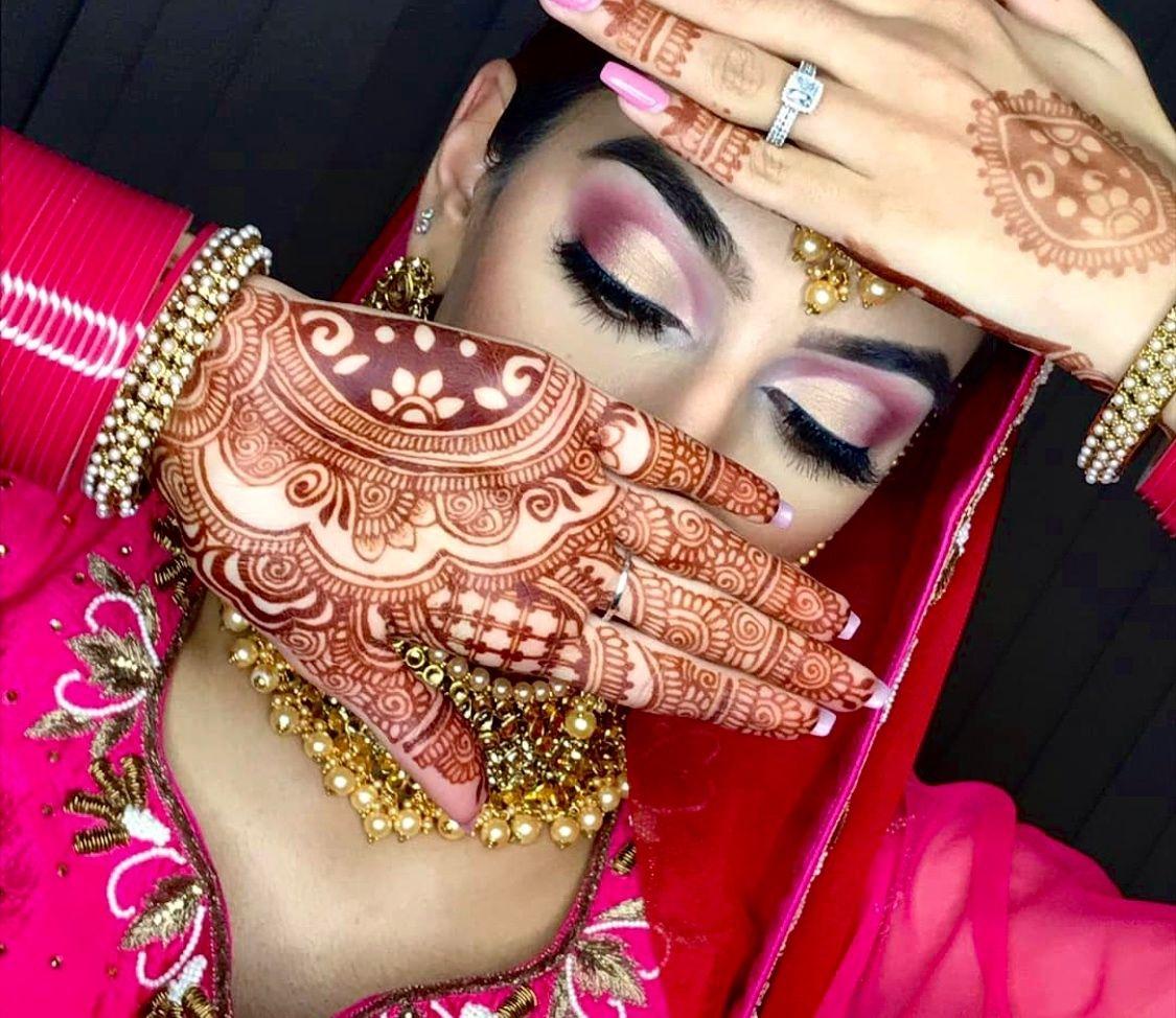 @kvmendhi creates beautifully intricate henna designs everytime! . . #khushmag #khushwedding #khushmagazine . . Henna: @kvmendhi . #mehndidesigns #hennaart #bridalhenna #hennadesign #weddingmehndi #wedding #bridetobe #mehndilove #mehndi #bridal #mehndibride #bridalmehndi #hennaartist #mehndiartist #indianwedding #hennalove #hennainspire #mehendi #henna #indianmehndi #mehndidesign #weddinginspiration #simplemehndi #hennadesigns #indianbride #kvmendhi
