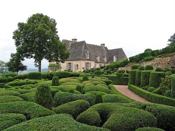 The sculpted topiary gardens of the Chateau de Marqueyssac - gartenarchitektur