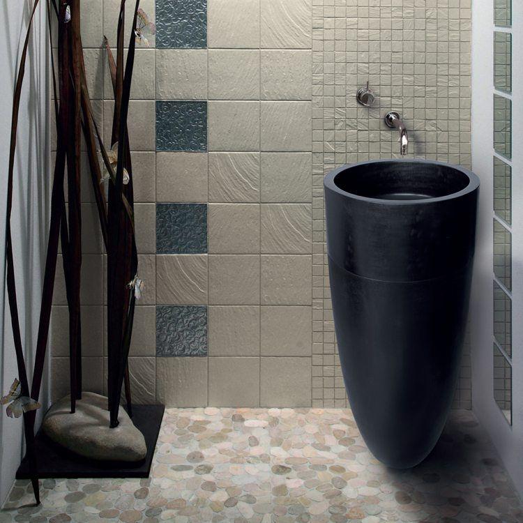 Ein Waschbecken Aus Stein Verleiht Dem Badezimmer Besondere Note Und  Unbestrittene Exklusivität. In Kombination Mit Anderen Naturmaterialien