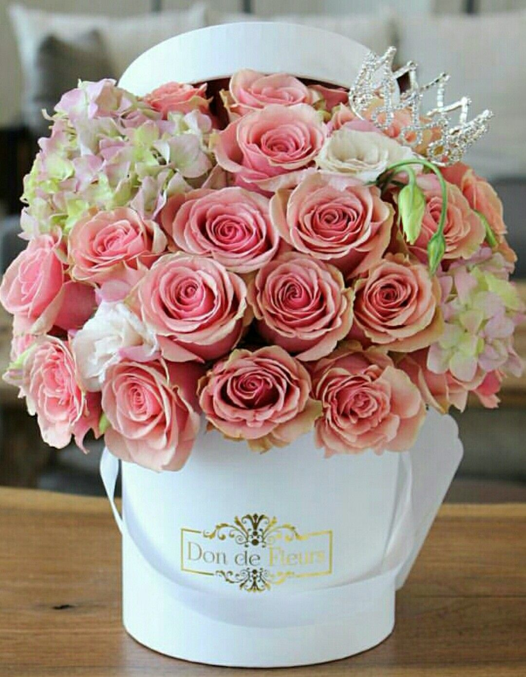 White hatbox of roses flowers pinterest flowers flower boxes white hatbox of roses izmirmasajfo