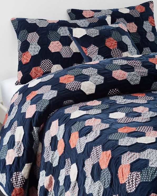 Sale and Clearance Blankets, Throws Hill Bed