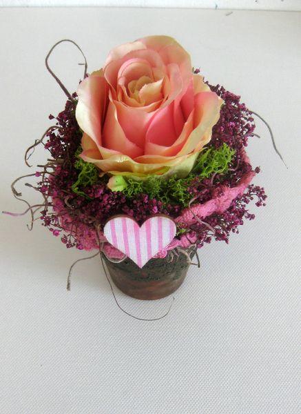 blumendekoration tischdeko rosen gesteck von kunstbedarf24 auf floristik. Black Bedroom Furniture Sets. Home Design Ideas