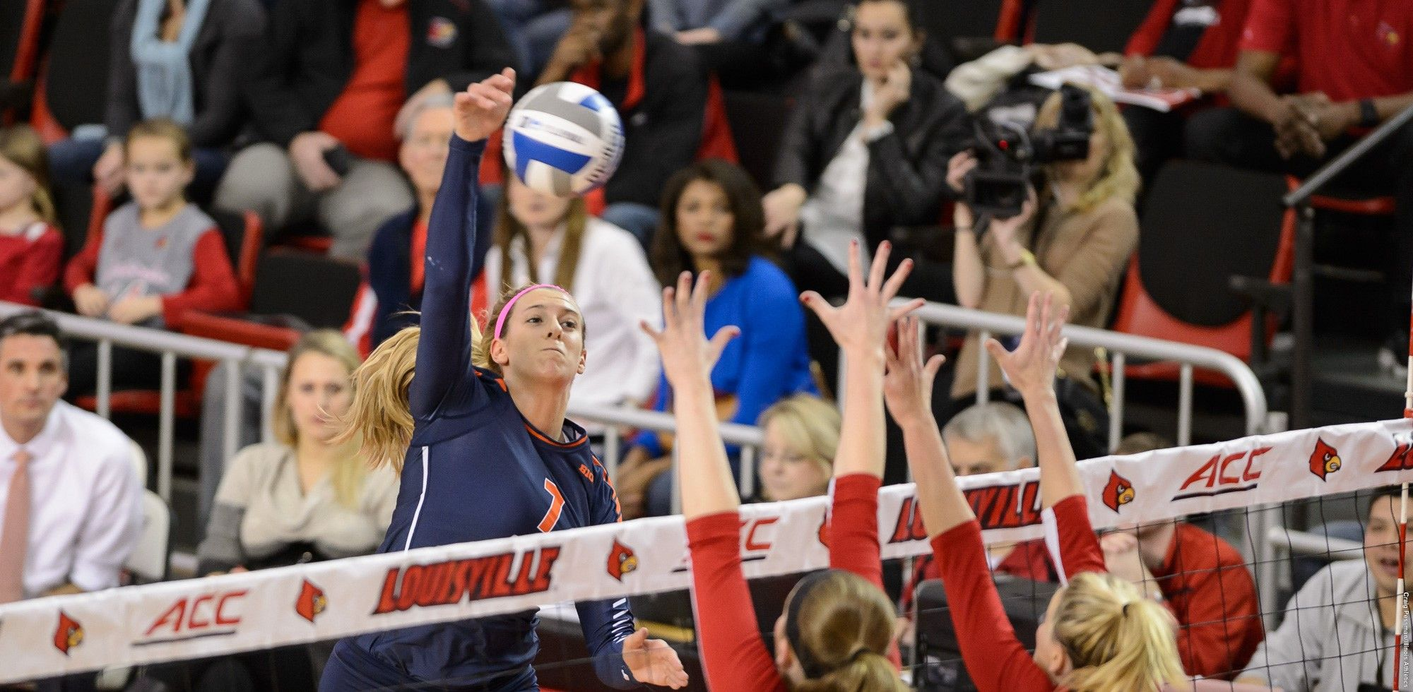 Birks Big Play Sends Illini To Third Straight Sweet 16 University Of Illinois Athletics University Of Illinois Athletics Volleyball News Volleyball Team