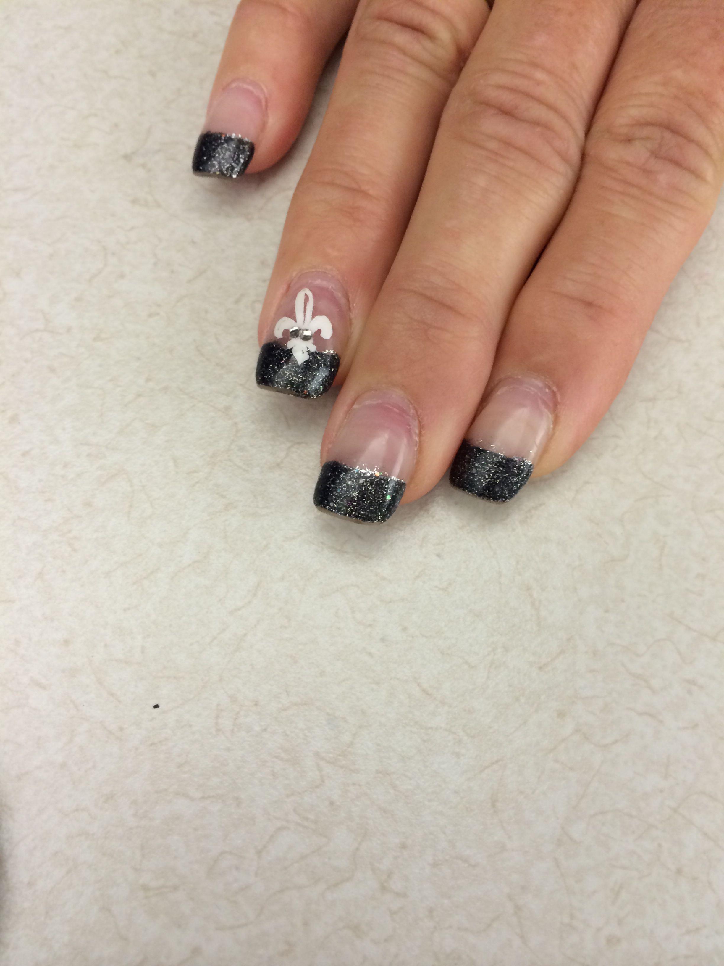 Fleurdelis nail art using cricut vinyl nail art
