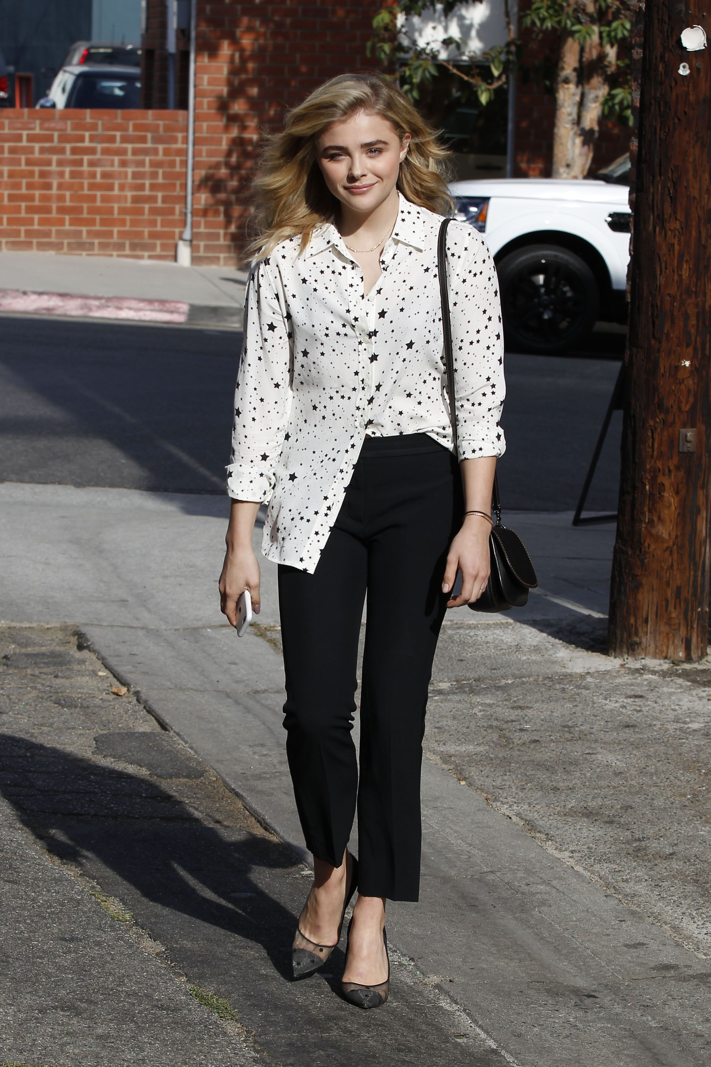 ca1054f4227 Chloe Moretz - Spotted leaving Clementine Bakery in Los Angeles 10 13 16