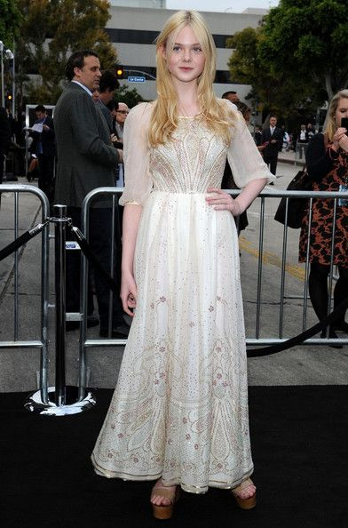 Elle Fanning at the Super 8 premiere // Love her fairy tale dress!