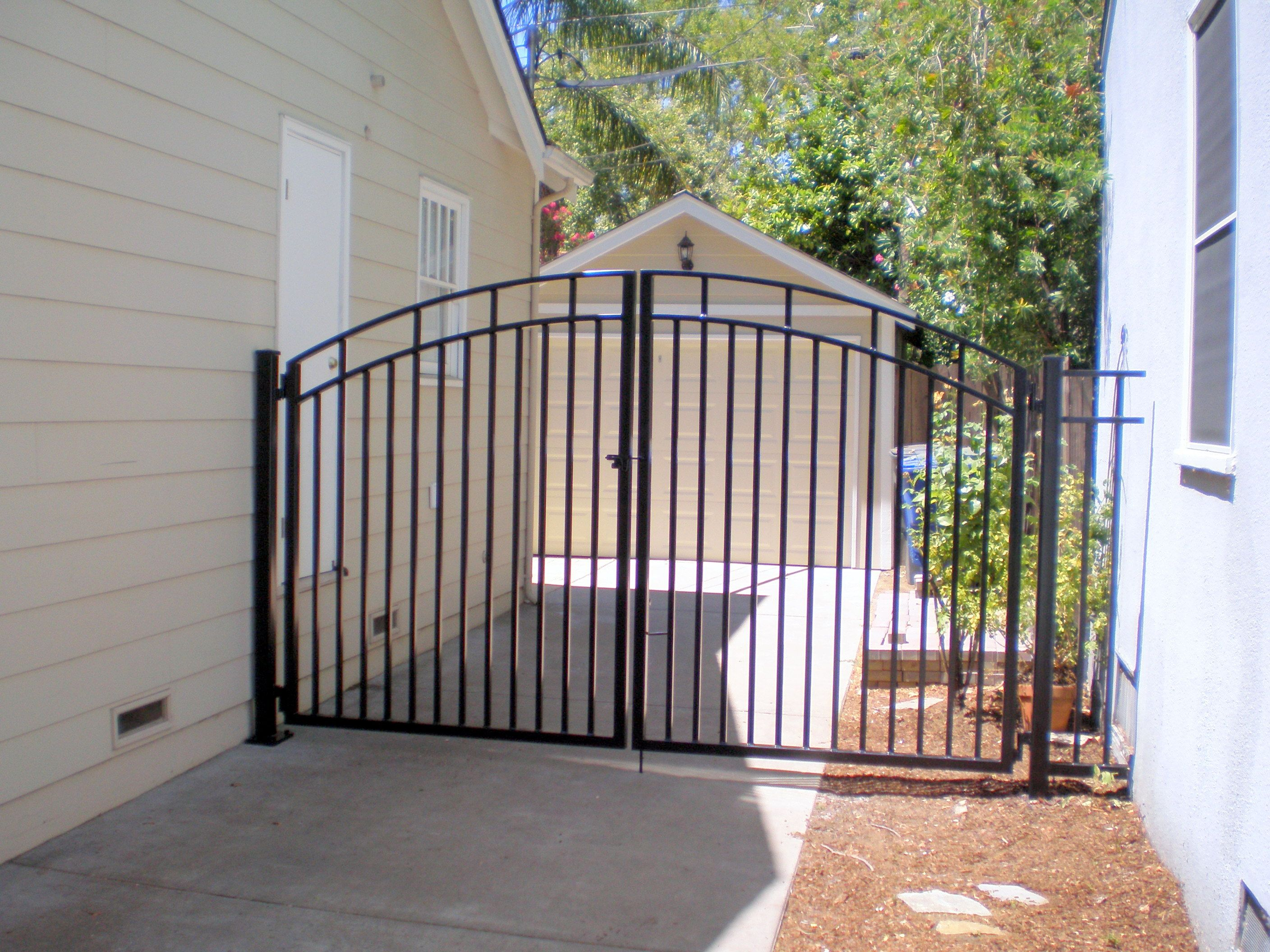Metal gate designs wrought iron classic iron driveway for Aluminum gates for driveways