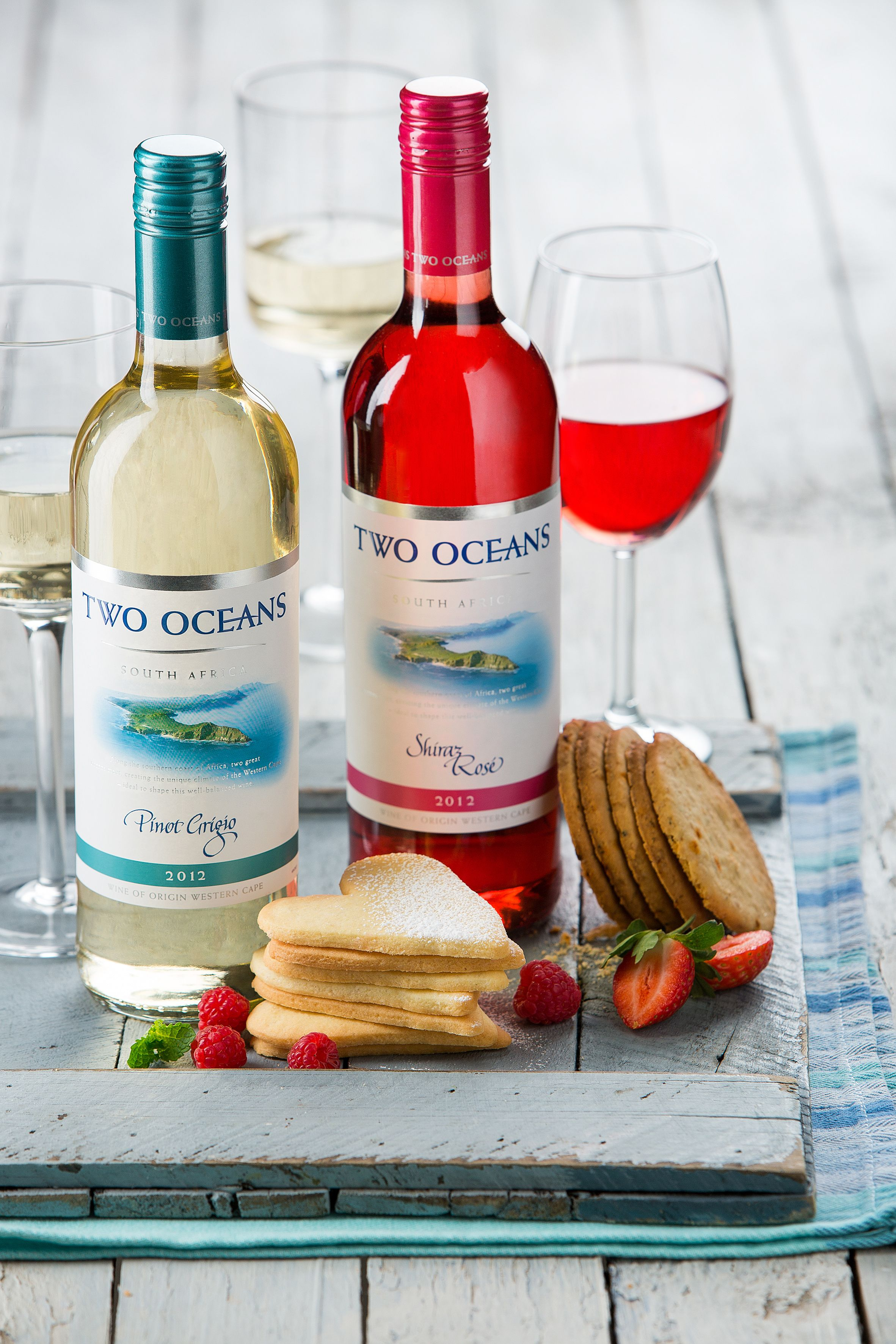 Two Oceans Pinot Grigio With Butter Biscuits Wine Food Pairing Wine Recipes Wine Bottle