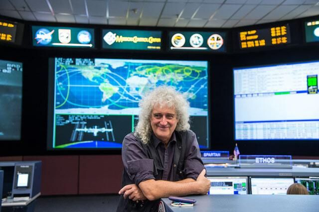 Queen Guitarist Dr. Brian May toured JSC yesterday and wore a NASA ball cap during last night's concert in Houston. pic.twitter.com/4Pg5m7VBfD