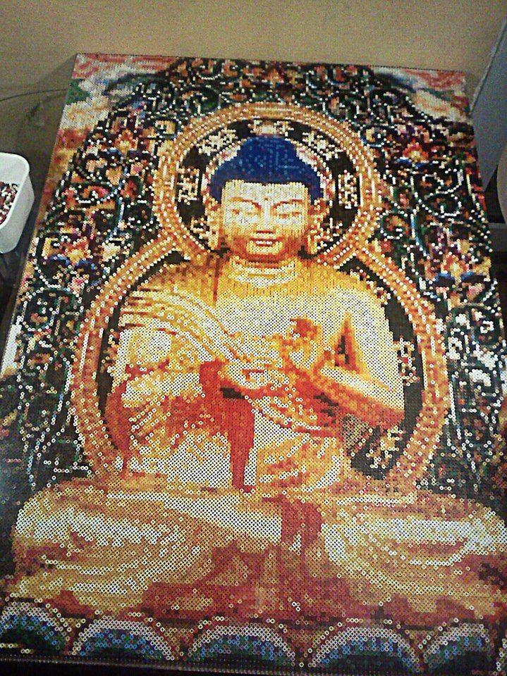 Hama / Perler beads  Buddha by Kirikina on deviantart (ca. 100x80cm 35.000 beads / ca. 70h works) siinäpä ois itlapuuhia...