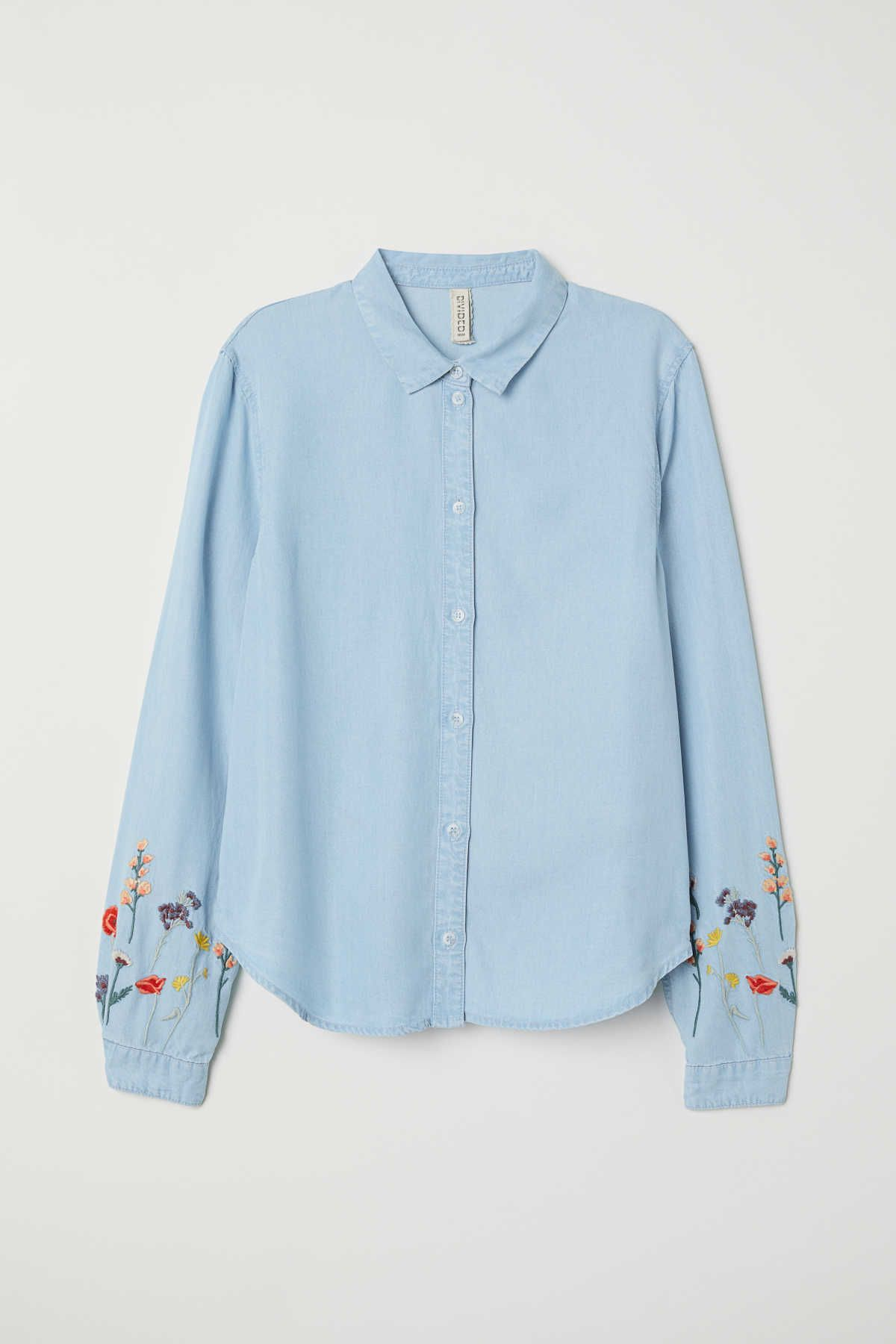 1c3c46bef21 Light denim blue/flowers. CONSCIOUS. Shirt in soft denim made from Tencel®  lyocell with embroidery. Collar, buttons at front, and long sleeves with  buttons