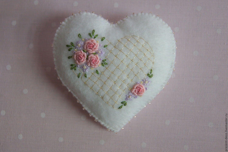 """Купить Декоративное украшение """"Сердечный презент"""" - белый, сердечко, фетр, розочки, рококо, подарок, романтика"""