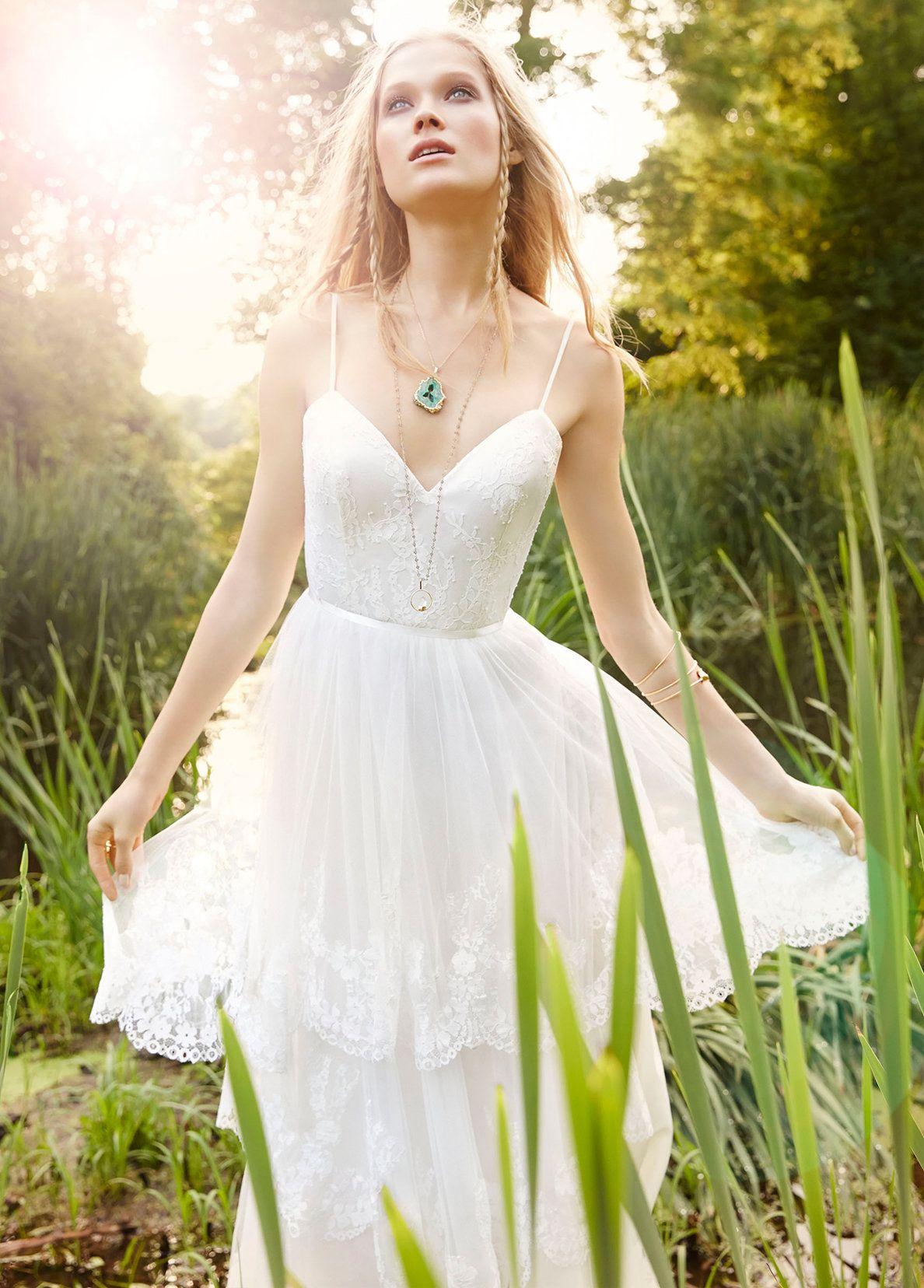Ivory English Net Aline bridal gown. Sweetheart neckline