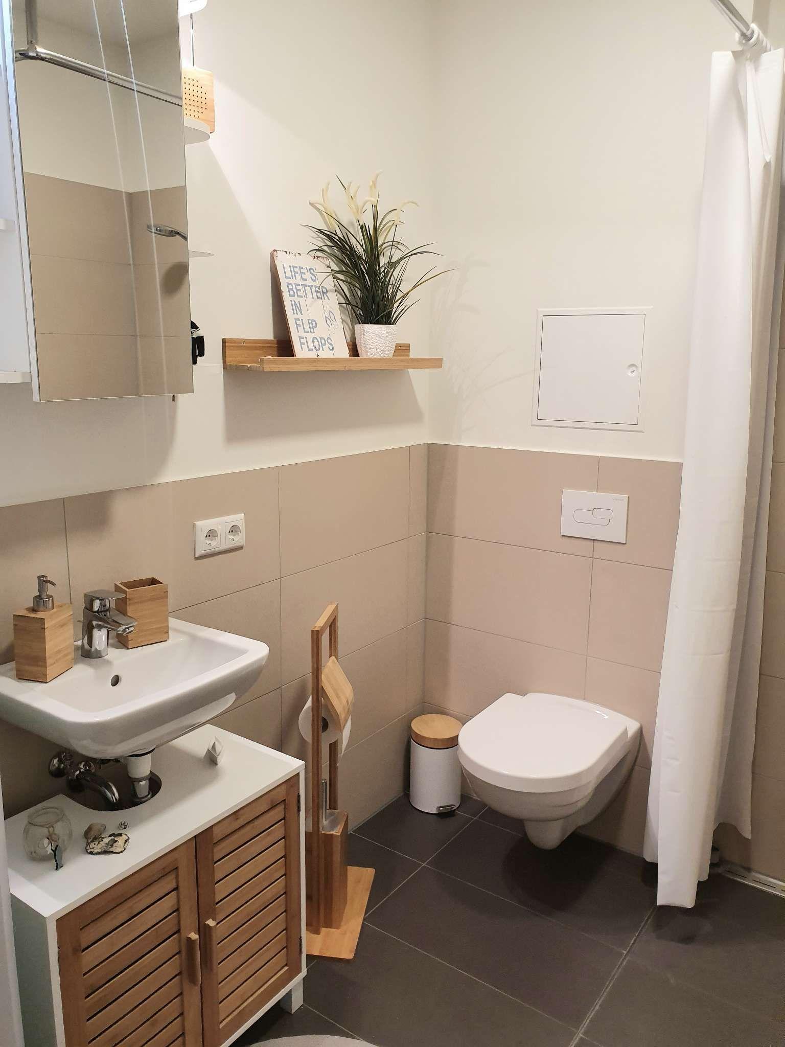 Kleines Aber Helles Badezimmer In 2020 Helle Badezimmer Badezimmer Schone Badezimmer