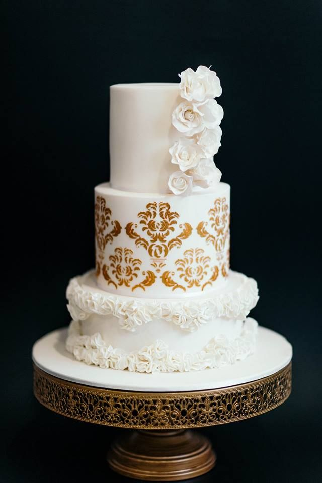 16 Inch Round Vintage Metal Wedding Cake Stand Gold