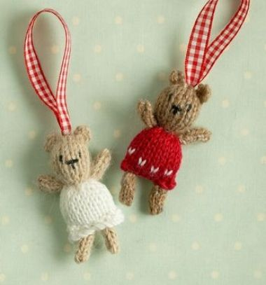 ac408bf0b8 Kötött mini karácsonyi mackó dísz (ingyenes kötésminta) ❤Mindy - kreatív  ötletek és dekorációk minden napra