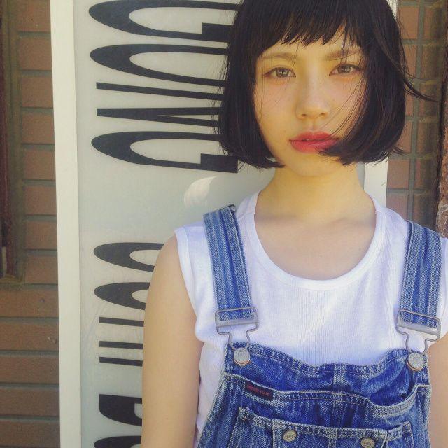 ボブヘアスタイル  黒髪 アンニュイ 外ハネ SHE.