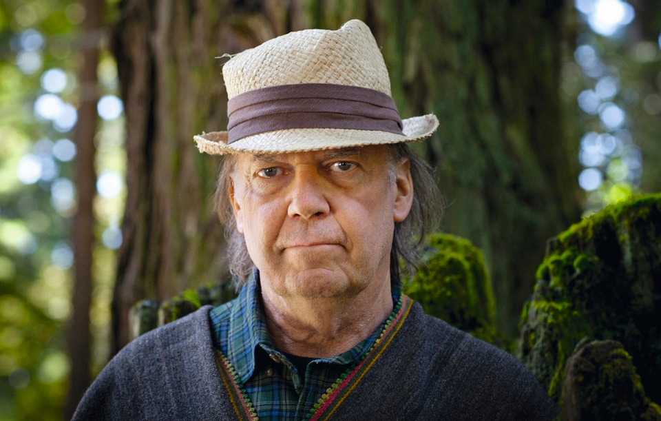 Neil+Young+Calls+For+Starbucks+Boycott+–+Starbucks+Get's+Stuck+Without+GMO+Stance
