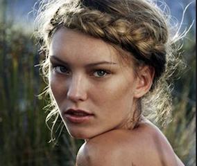 11+ Femme russe coiffure le dernier