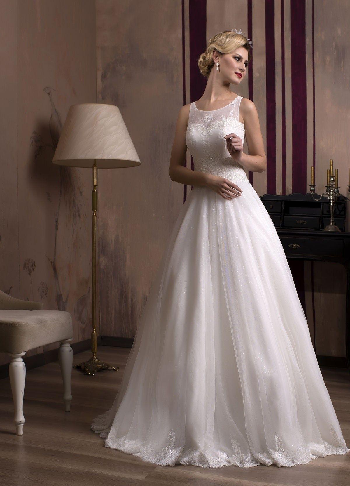 e95defb1caab Krásne svadobné šaty s jemnou padavou sukňou z trblietavého tylu a  živôtikom zdobeným jemnou čipkou