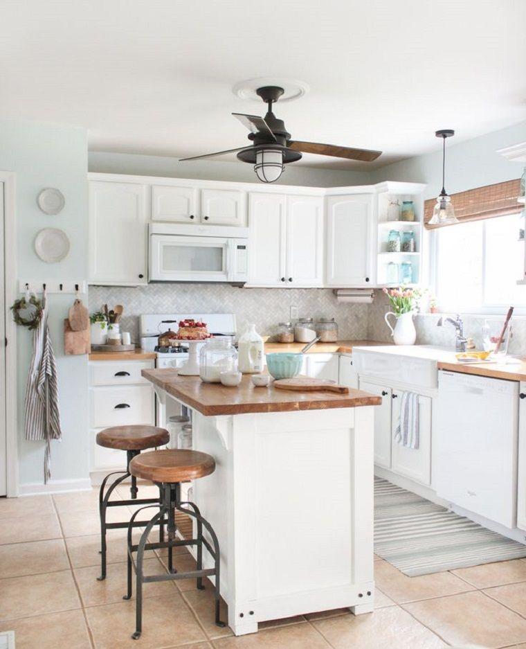 Cocina moderna de color blanco con espacios amplios y abiertos ...