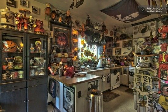 Superieur Haunted Horror Themed House In Seattle | Offbeat Home