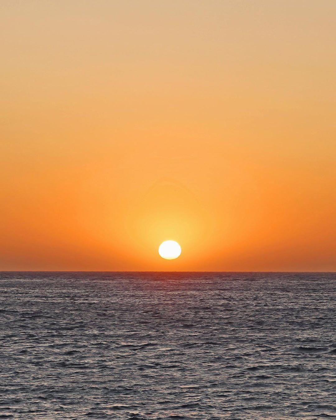 We've said it before and we'll say it again, Perth is WAY better than okay! 💖 . . . . 📷 @lexisargeant | #westisbest #scarboroughbeach #scarborough #sorrentobeach #sorrento #needabreak #choicehotels #justanotherdayinwa #sunset_stream #sunset_vision  #sunset_madness_ #sunset_pics #sunset_love #sunset_ig #sky_painters #perthlife #westernaustralia #australia #tourismwa #perthisokay #visitwa #thisiswa #takemetoaustralia  #seeaustralia