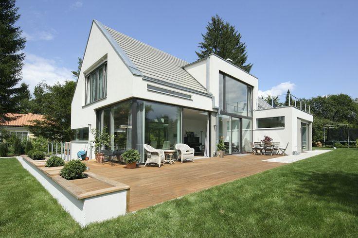 Haus bauen modern satteldach  895a7c171eba3f046cbc3e28e5a6fa8d.jpg (736×490) | Glass wall ...