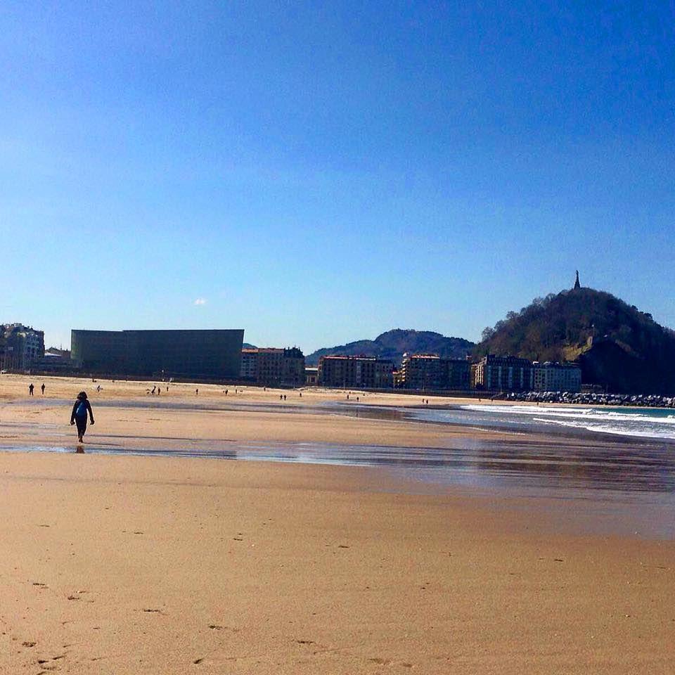 Playa De La Zurriola A Tan Sólo 5 Minutos Andando De Nuestra Pensión Www Pensiongrosen Com San Sebastian Pension Playa