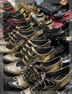 2008 Fall Anna Sui runway shoes selection. Wish I had them all.