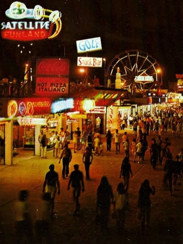Daytona Beach Boardwalk 1970 S Wish There Was A Close Up Image Of The Satellite But At Least There Is A N Daytona Beach Boardwalk Daytona Beach Day For Night