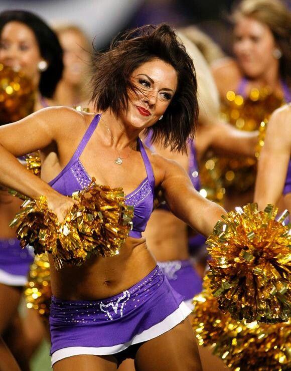 Vikings cheerleader  c55d71ba8