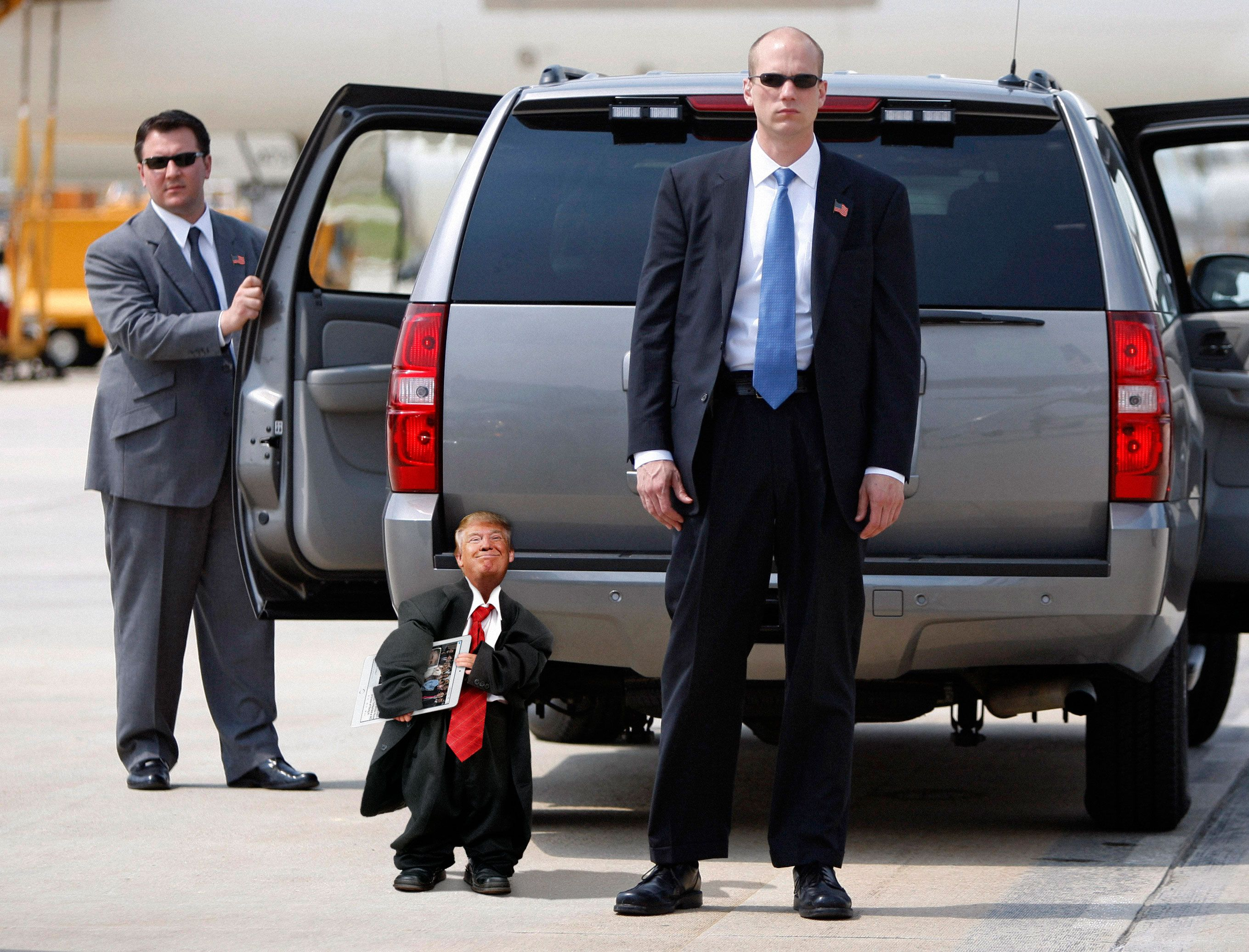 Tiny Trump Pictures Thank You Reddit I Love You TracyAMalone - The internet is using photoshop to make tiny trumps and its hilarious