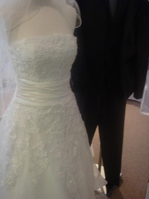 Vintage Lace Bridal Gowns at Wedding Market