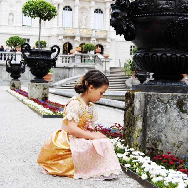 Schloss Linderhof Germany Shooting For Dirndlcouture Alpenrose By Www Feenland Design Com Dirndl Trachten Dirndl Haute Couture